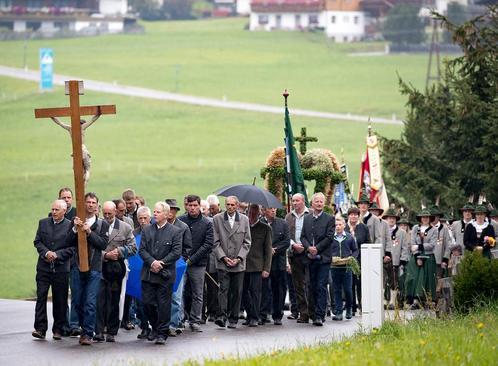 مراسم سپاسگزاری از برداشت محصول در روستایی در اتریش