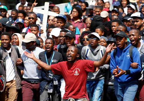 تظاهرات اعتراضی دانشجویان با درخواست آموزش عالی آزاد و مجانی – شهر کیپ تاون آفریقای جنوبی
