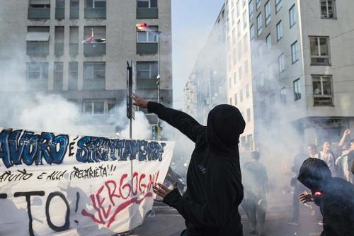 تظاهرات اعتراضی دانشجویان ایتالیایی علیه سیاست های جدید آموزشی دولت ایتالیا – میلان