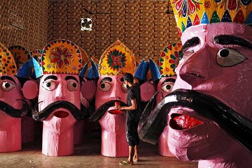مجسمه های آماده شده از خدای دیوان – رامانا – در آستانه برگزاری جشنواره آیینی