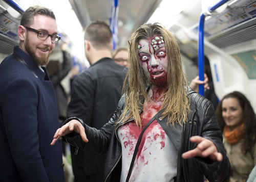 روز جهانی زامبی – مترو لندن
