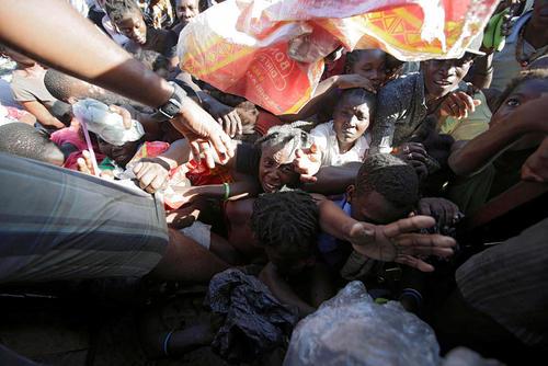 توزیع اقلام کمکی میان توفان زدگان هاییتی