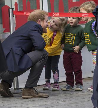 حضور شاهزاده هری نوه ملکه بریتانیا در یک مهد کودک در روز جهانی سلامت روانی – لندن