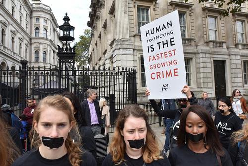 راهپیمایی در مرکز لندن علیه پدیده قاچاق انسان و بردگی مدرن