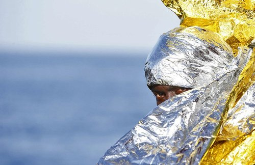 پناهجوی آفریقایی از آب گرفته شده در سواحل ایتالیا