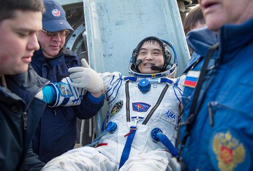 بازگشت سه فضانورد ژاپنی، روسی و آمریکایی به زمین پس از 115 روز ماموریت فضایی با فضا پیمای سایوز روسی – قزاقستان