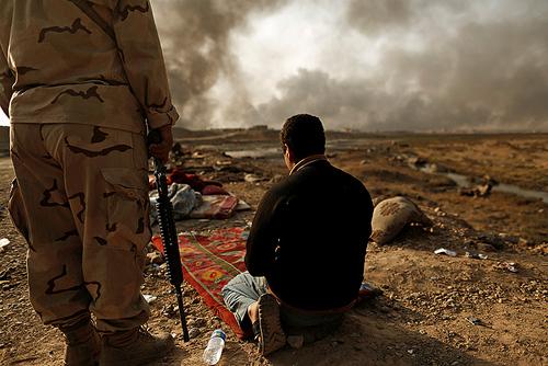 دستگیری یک مظنون عضویت در داعش در حومه شهر موصل عراق از سوی نیروهای ارتش عراق