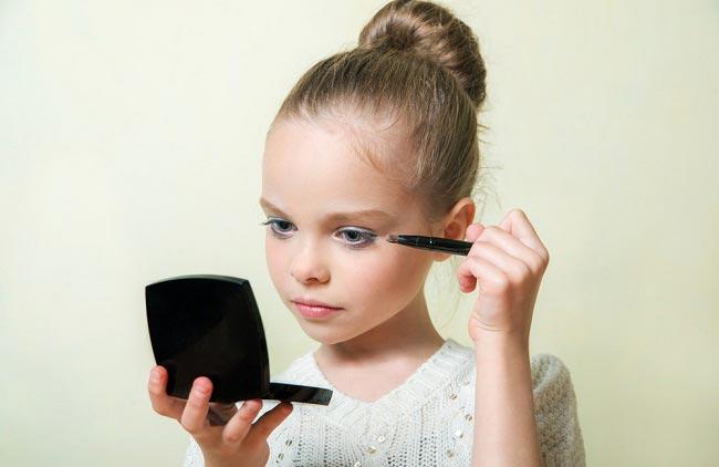 با علاقه کودکان به آرایش کردن چه کنیم؟