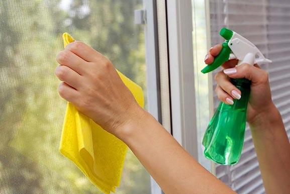 اشتباهات رایج در تمیز کردن شیشه ها