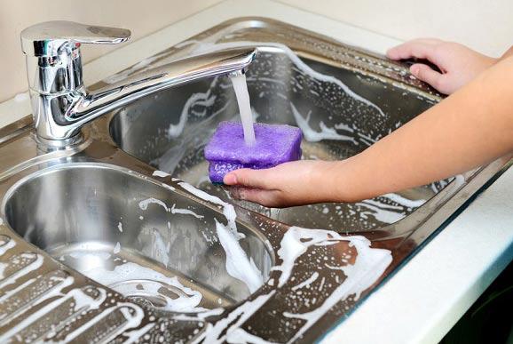 روشی فوق العاده برای تمیز کردن سینک ظرفشویی