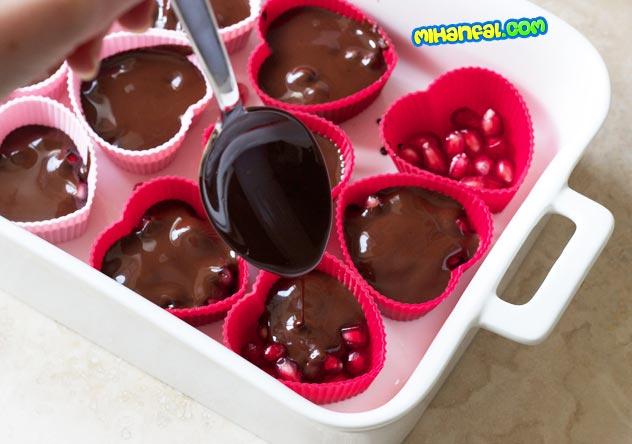 طرز تهیه شکلات انار برای شب یلدا
