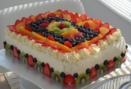 مدل های تزیین کیک اسفنجی با میوه
