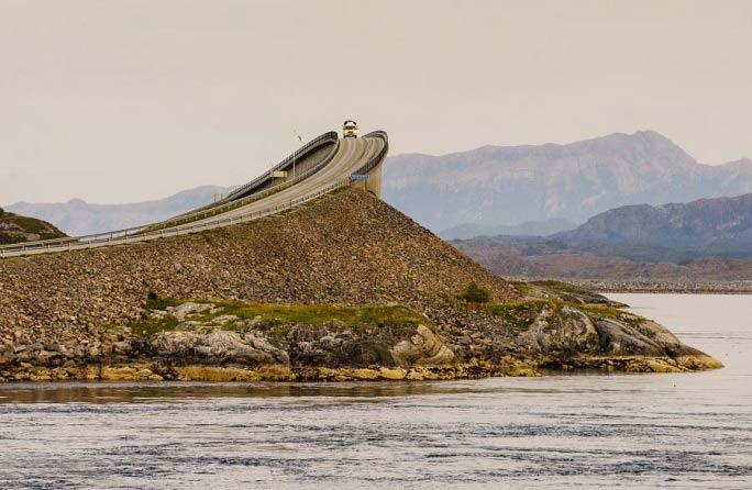 جاده ای پر از هیجان و خطر + تصاویر