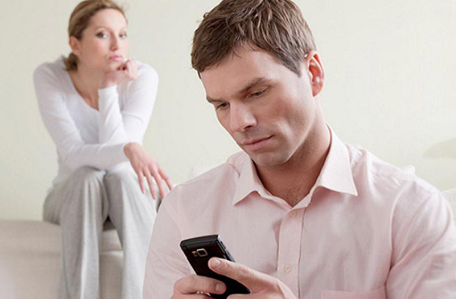 این 8 دلیل مردان را به خیانت سوق میدهد