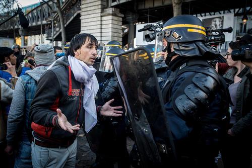 درگیری پناهجویان با پلیس فرانسه در خیابان های پاریس