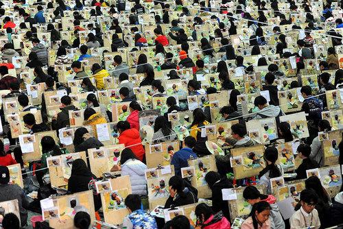 آزمون هنرهای زیبا برای دانش آموزان در مدرسه ای در ووهان چین