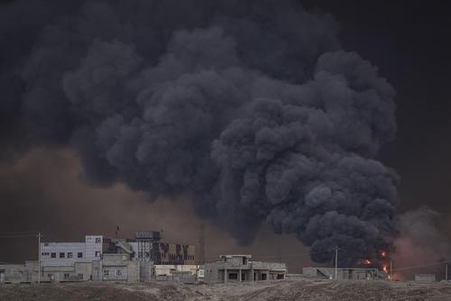 آتش زدن چاه های نفت اطراف شهر موصل از سوی داعش