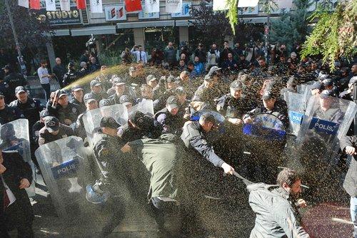 تظاهرات در شهر آنکارا ترکیه در اعتراض به دستگیری 12 تن از نمایندگان کرد مجلس