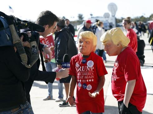 دو نوجوان حامی دونالد ترامپ در حال مصاحبه با رسانه ها – شهر ویلمینگتون کارولینای شمالی