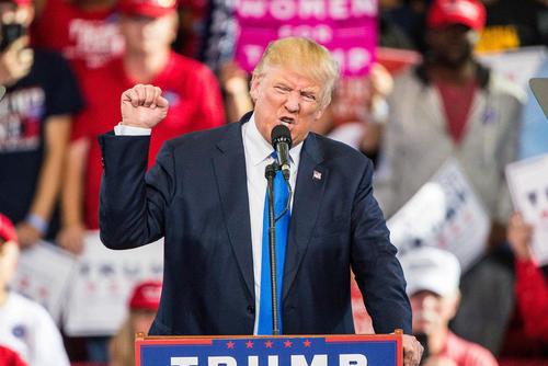 آخرین تلاش های دو کارزار اصلی انتخابات ریاست جمهوری آمریکا و حامیانشان ساعت ها مانده به آغاز روز رای گیری سه شنبه