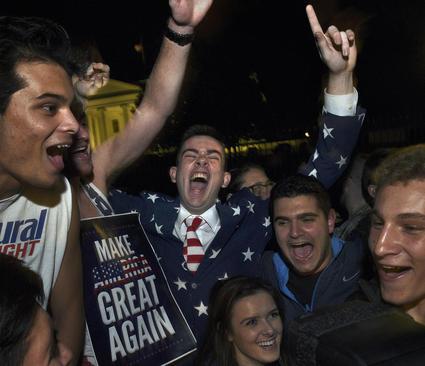 شادمانی حامیان ترامپ در مقابل کاخ سفید