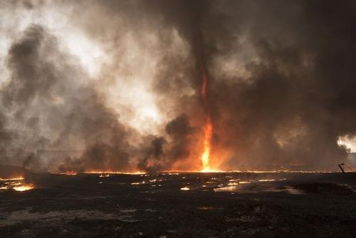آتش زدن چاه های نفت اطراف موصل از سوی داعش
