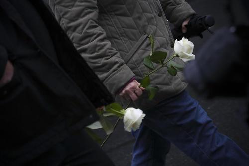گرامیداشت یاد قربانیان حملات تروریستی مرگبار 13 نوامبر پاریس در نخستین سالگر این حادثه