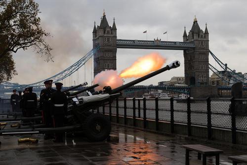 شلیک 62 گلوله توپ از سوی گارد توپخانه سلطنتی بریتانیا به افتخار شصت و دومین سالگرد تولد پرنس چارلز ولیعهد بریتانیا – لندن