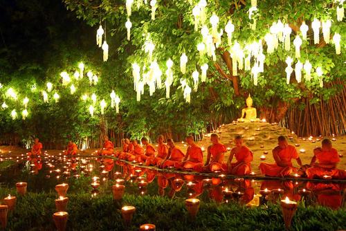 راهبان بودایی تایلندی در جشنواره مذهبی