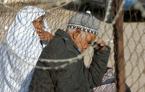 انتظار خانواده های غزه ای در مرز رفح برای ورود به مصر