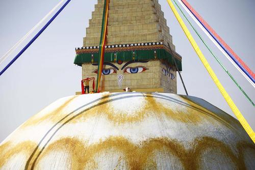 اتمام بازسازی یک معبد آسیب دیده از زلزله اخیر در نپال – کاتماندو