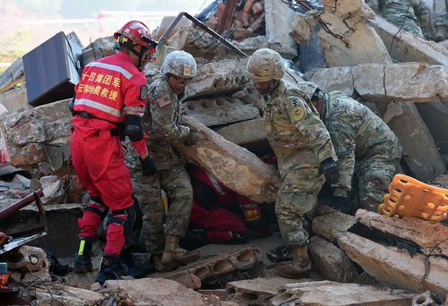 مانور مشترک امداد و نجات بین نیروهای چینی و آمریکایی در شهر کومینگ چین
