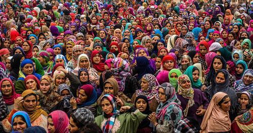 مراسم تشییع یکی از رهبران شبه نظامی مسلمان کشمیری