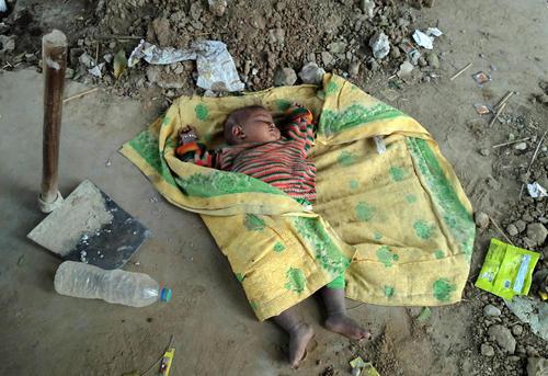 فرزند یک زوج کارگر ساختمانی در الله آباد هند