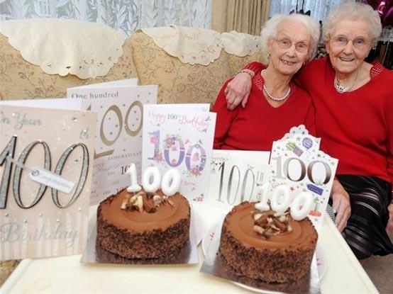جشن تولد 100 سالگی خواهران دوقلو + عکس