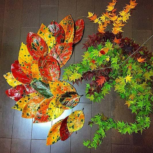 خلاقیت با برگ های پاییزی ریخته شده بر روی زمین + تصاویر