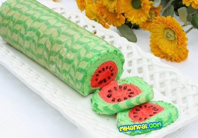 طرز تهیه رولت هندوانه برای شب یلدا