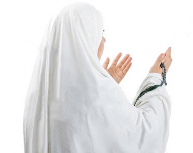 آیا زن در هنگام نماز باید زیور آلات خود را بپوشاند؟