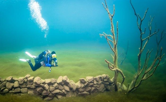 یک روستای شگفت انگیز 100 ساله در زیر آب + تصاویر