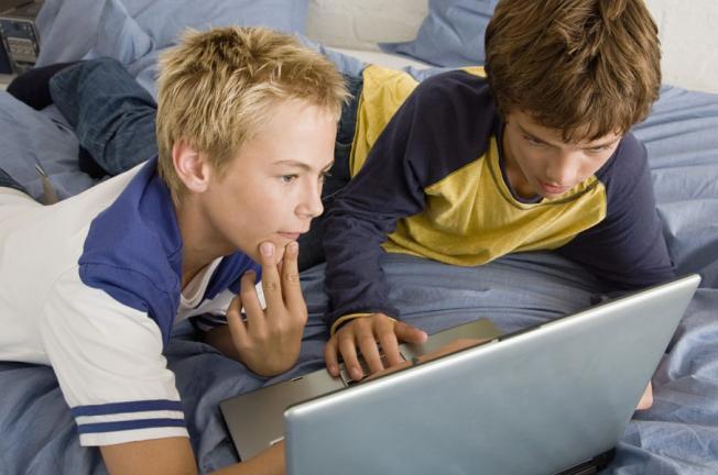 فیلم های نامناسب چه تأثیری روی فرزندان ما دارند؟