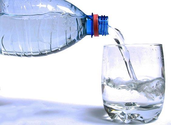 فواید شگفت انگیز نوشیدن آب به صورت ناشتا