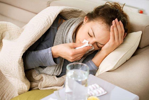 4 اشتباهی که موقع سرماخوردگی انجام می دهیم