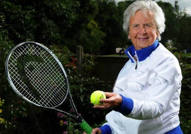 مادر بزرگ ۸۳ ساله ستاره تنیس + عکس