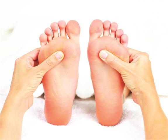 چگونه بی قراری پاها قبل خواب را درمان کنیم