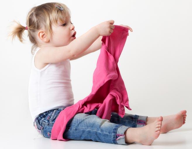 آموزش لباس پوشیدن به کودک