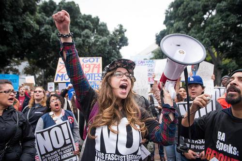 تظاهرات علیه ترامپ در روز تعطیلات
