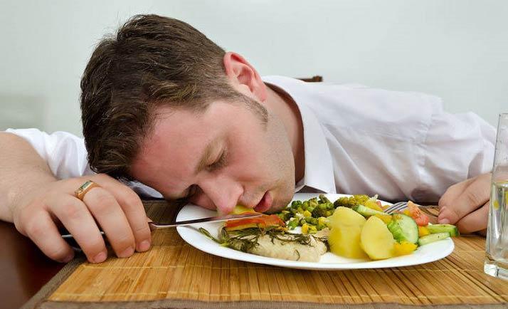 با شکم گرسنه خوابیدن چه اتفاقاتی در بدن می افتد؟!