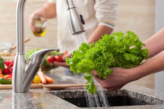 محلول خانگی برای ضدعفونی کردن سبزیجات و میوه ها