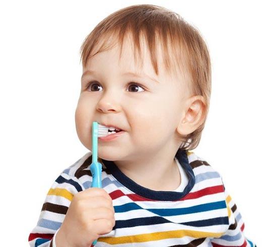 ۷ اشتباه والدین در مورد دندان های فرزندان