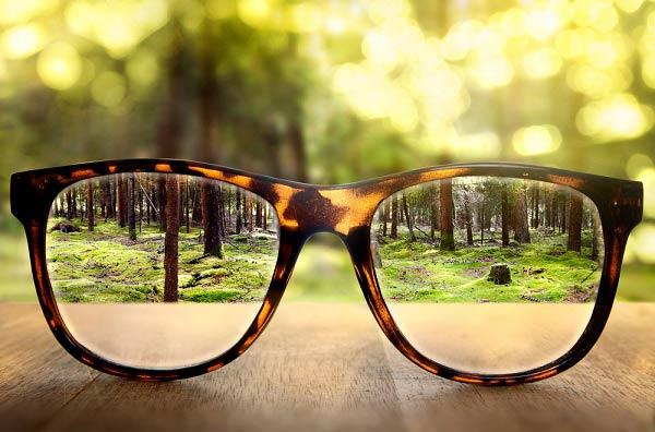 8 دلیل کم بینایی